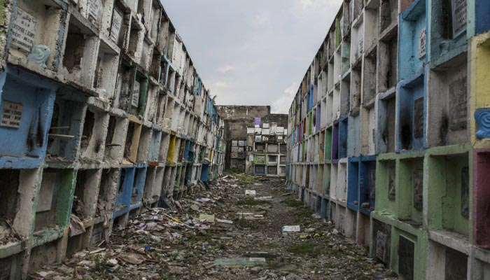 Manila's 'Apartment Tombs', Where the Poor Bury Their Dead – Until the Contract Ends by Joe Henley